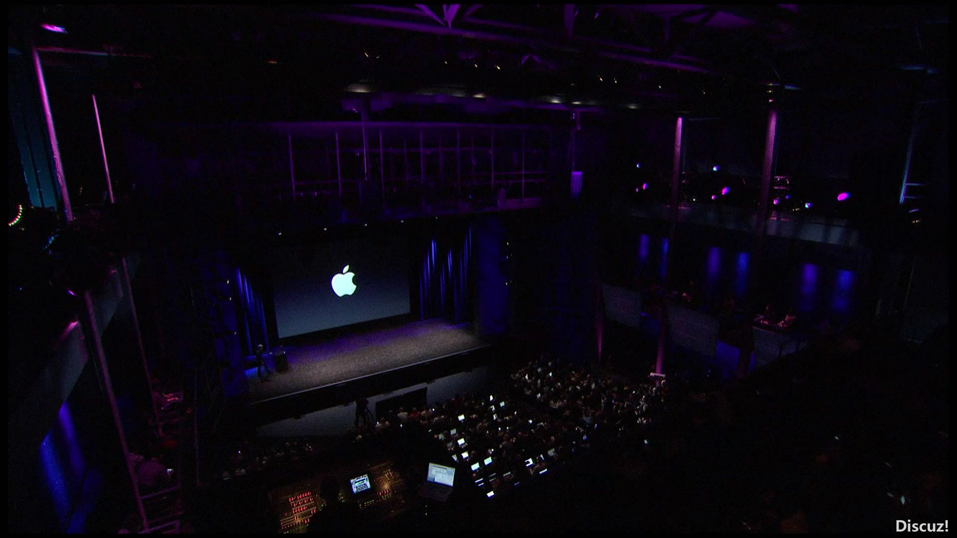 Apple Special Event, March 2012 (108.mov_snapshot_00.00.05_[2012.09.05_12.28.16].jpg